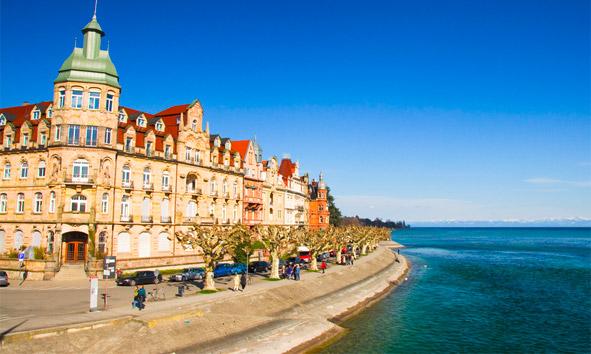 Konstanz liegt am Bodensee, am Ausfluss des Rheins aus dem oberen Seeteil direkt an der Grenze zur Schweiz (Kanton Thurgau).